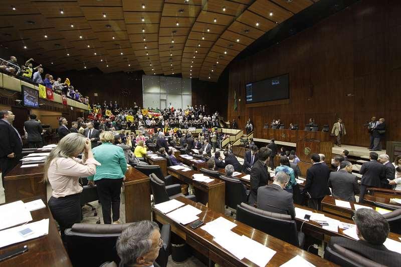 Plenária da Assembleia Legislativa deve ser marcada pela pressão dos funcionários públicos estaduais