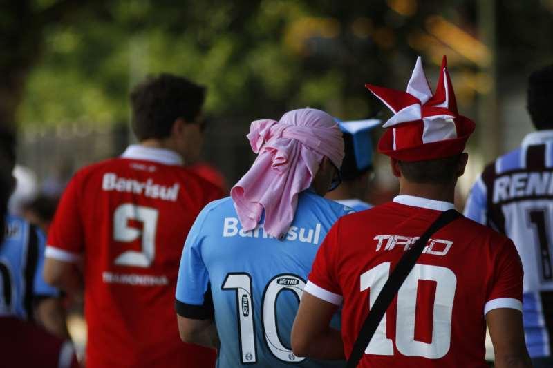 Bola volta a rolar pelo Gauchão, mas sem a presença de torcedores gremistas e colorados