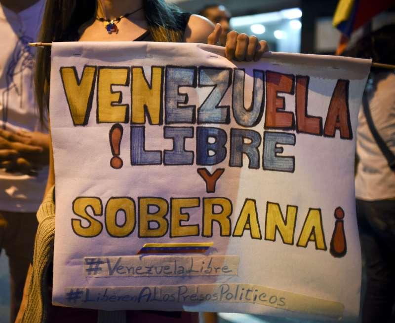 """Para a oposição, manobra do governo """"aborta a possibilidade de que os venezuelanos tenham um árbitro eleitoral independente e confiável"""""""