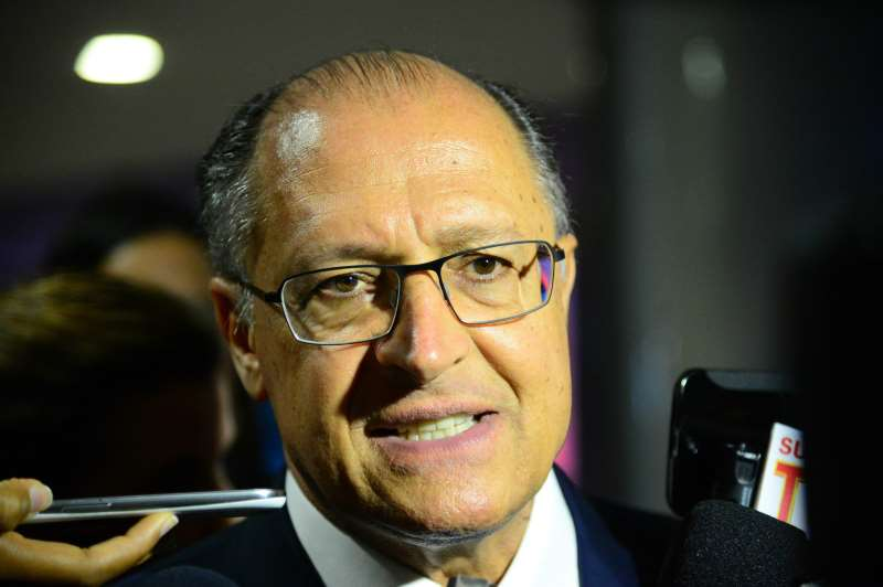 Brasília - Governador de São Paulo, Geraldo Alckmin, fala com a imprensa após reunião com a presidenta Dilma, no Palácio do Planalto (Fabio Rodrigues Pozzebom/Agência Brasil)