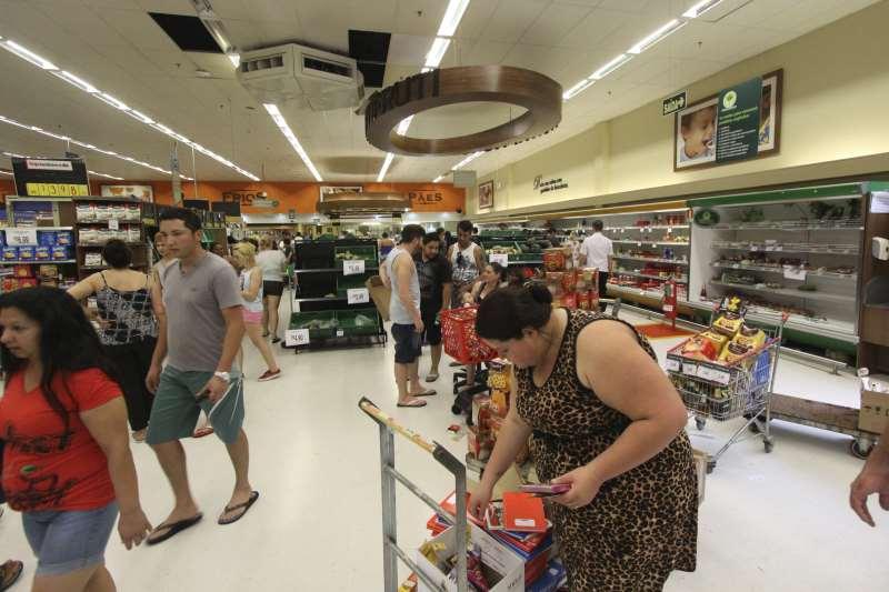 Supermercados devem abrir normalmente nesta sexta-feira, feriado de Tiradentes em todo o País