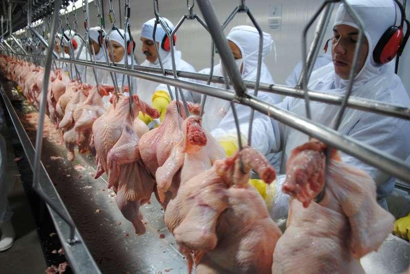 Segmento de alimentos liderou a queda, com 3,16% de recuo, após sofrer mais com a greve de caminhoneiros