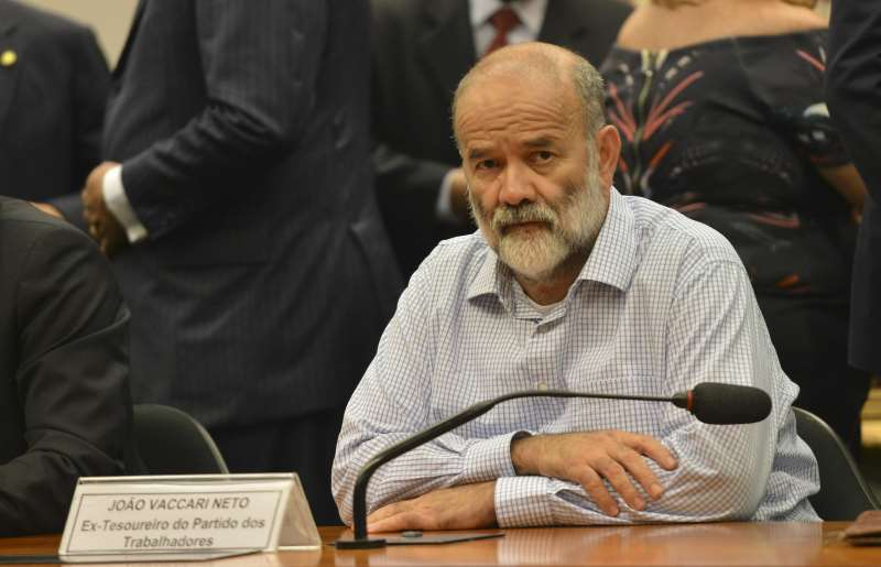 Ministro determinou instauração de inquérito contra Edson Lobão