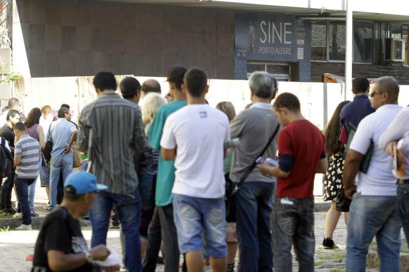 Resultado de imagem para 13 milhões desempregados no Brasil em 2017