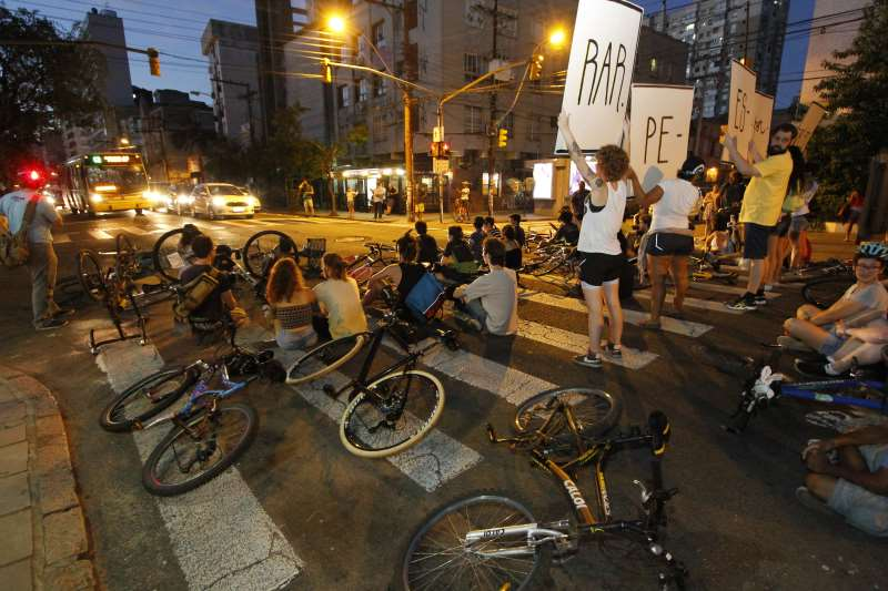 Protesto contra o atropelamento de ciclistas que ocorreu na Capital