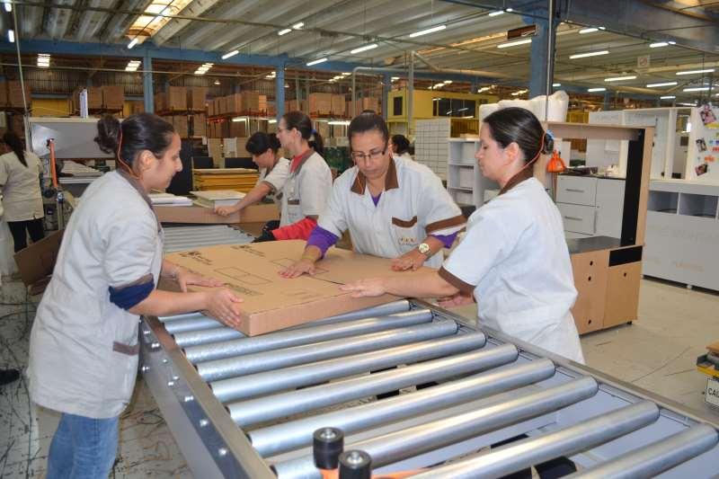 Linha de produção de multimóveis indústria de móveis, em Bento Gonçalves. dvd multimóveis
