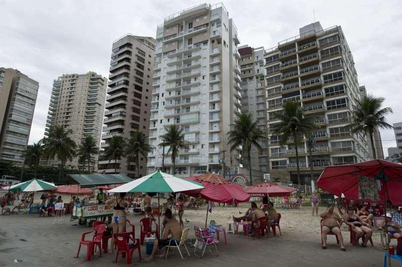 Imóvel na praia do Guarujá, no litoral paulista, acumula dívida de IPTU