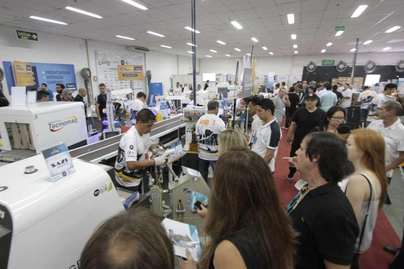 Feira reúne empresas de couros, máquinas e partes para calçados