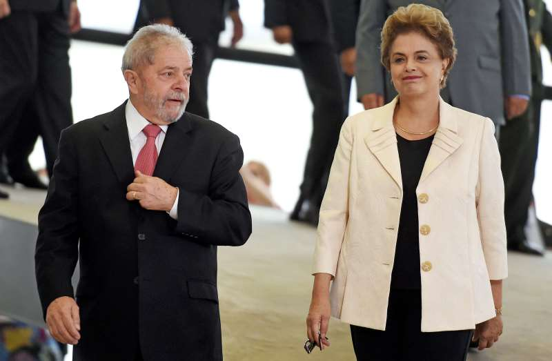 Former Brazilian president Luiz Inacio Lula da Silva (L) and Brazilian president Dilma Rousseff gesture during Lula's swear in ceremony as chief of staff, in Brasilia on March 17, 2016. Rousseff appointed Luiz Inacio Lula da Silva as her chief of staff hoping that his political prowess can save her administration. The president is battling an impeachment attempt, a deep recession, and the fallout of an explosive corruption scandal at state oil giant Petrobras.       AFP PHOTO/EVARISTO SA