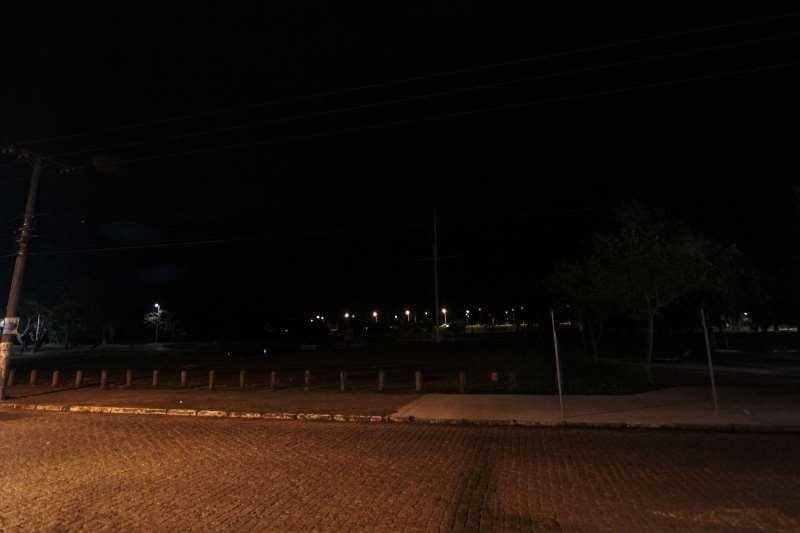 Iluminação da avenida Beira-Rio e proximidades do Parque Marinha ainda está com problemas, desde o temporal.