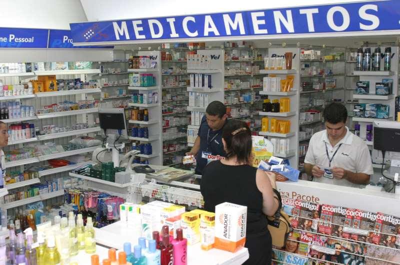 Interior da Farmácia Panvel.  Termo de ajustamento de conduta determina permanência de um farmacêutico por 12 horas nas farmácias. Foto: Gil Gosch - 04.04.2006.