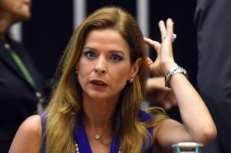 Contas dos cartões usados por Cláudia Cruz seriam abastecidas por propina de Cunha