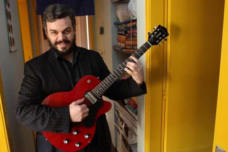 Frank Jorge subirá ao palco acompanhado do músico Luciano Albo