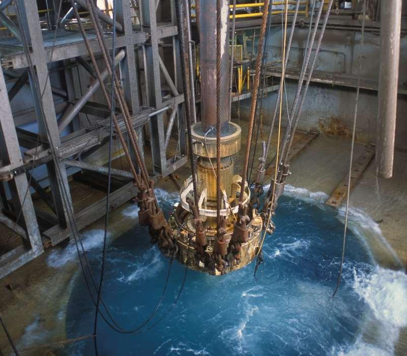Dos 49 contratos iniciais, petroleira pretende preservar menos de 10; há 11 perfurando poços marítimos