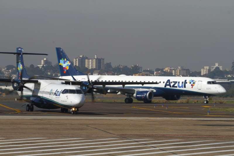 Evento e coletiva de imprensa da Azul Linhas Aéreas Brasileiras para marcar o início das operações da empresa com destino a Montevidéu (Uruguai).   na foto: avião aeronave aeroporto Gol, Azul, boeing Tam,