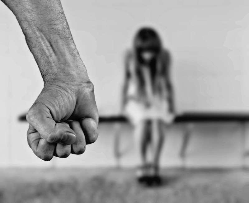 Somente em 2018, foram abertos 367 mil novos inquéritos de violência contra mulheres no Brasil