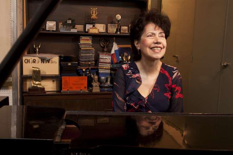 Eudóxia de Barros faz concerto na Fundação Ernesto Frederico Scheffel