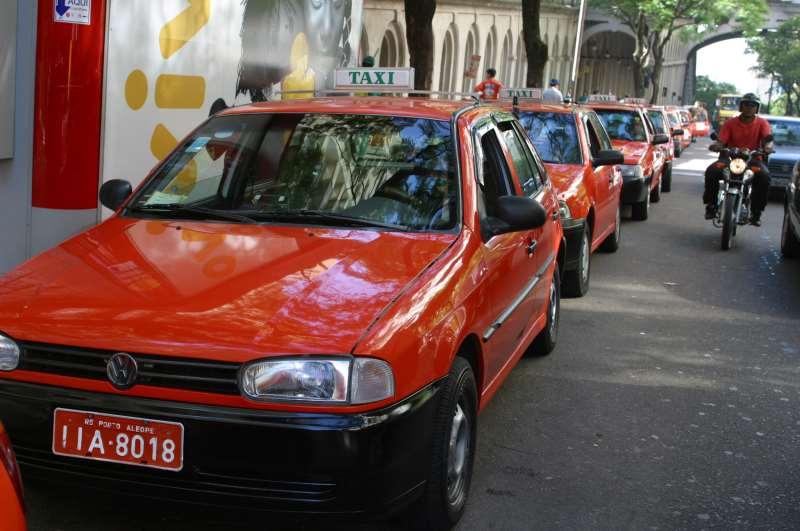 Táxi  da   Cidade  de Porto  Alegre  sem Ar condicionado Foto:Silvio Williams/07/01/04