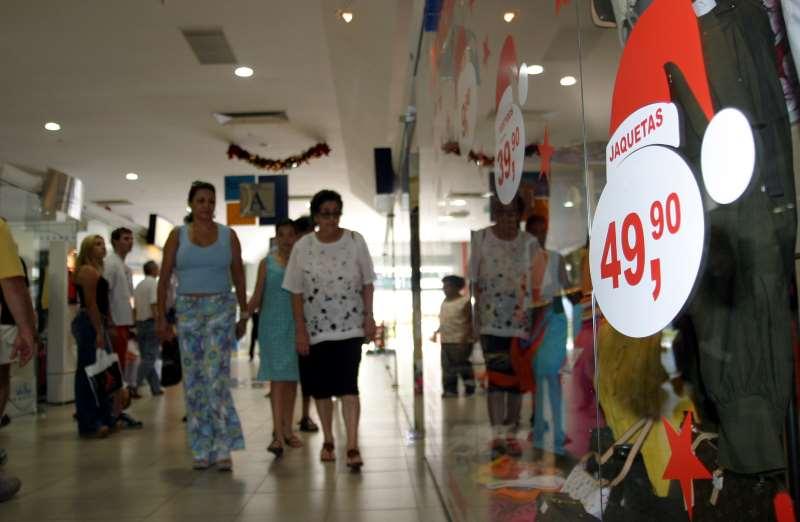 Movimento de consumidores p/ as compras de Natal no Shopping Total Foto: Patrícia Haubert - 07/12/03