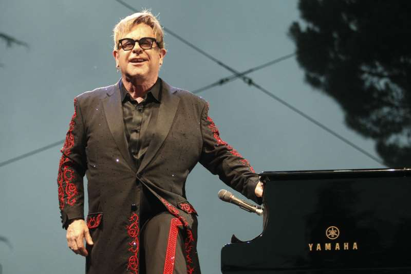 Elton John se apresenta dia 4 de abril em Porto Alegre