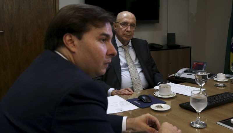 Proposta foi discutida durante reunião entre Maia (e) e Meirelles (d)