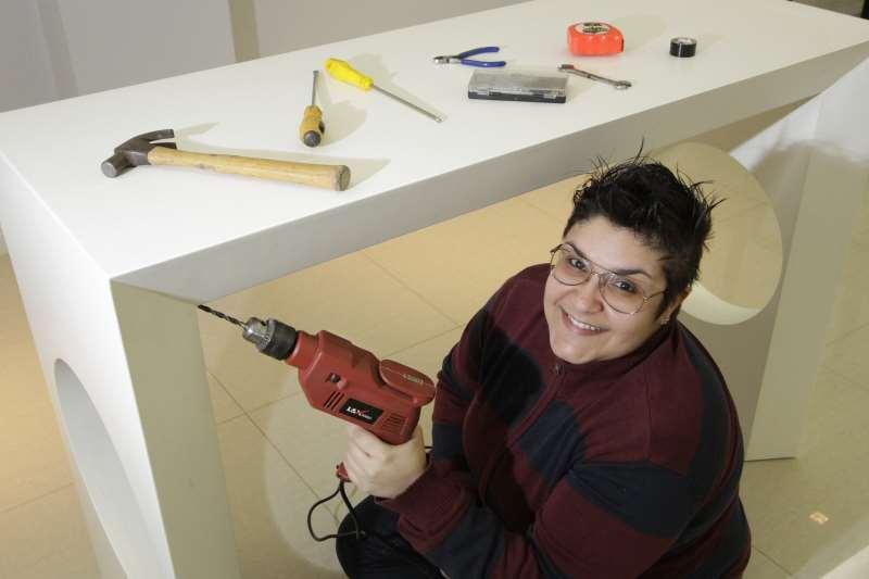SOS Gurias, empresa que presta serviços de reparos domésticos realizados por mulheres.     na foto: Stael Sabrina Oliveira de Figueiredo