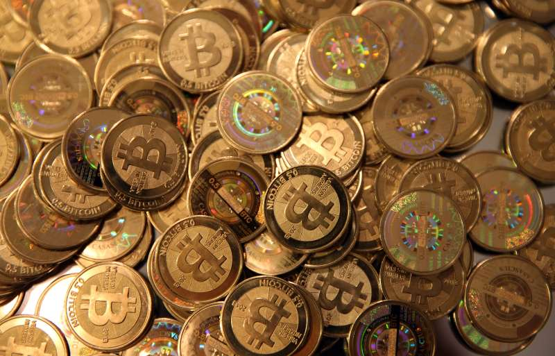 Bitcoin é a mais famosa e usada moeda digital que utiliza o sistema de blocos encadeados e conectados