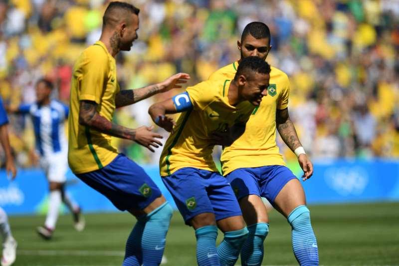 A seleção brasileira deve enfrentar os dois times antes de sua estreia no  mundial em 17 0c815100b2276