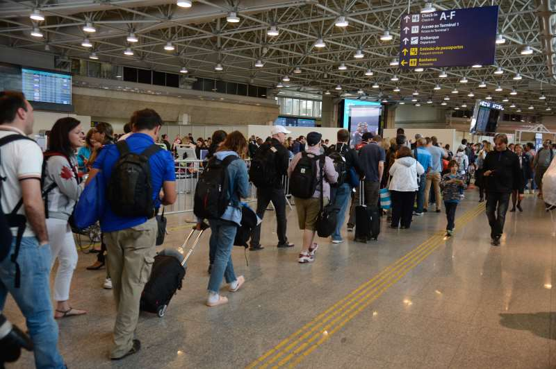 Aeroportos registram números decrescentes de viagens de avião