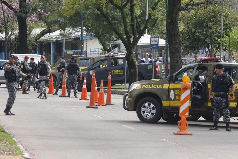 Em agosto, militares eram vistos com frequência ao lado de brigadianos