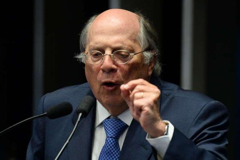 Jurista Miguel Reale Júnior se diz cansado de vacilações do partido