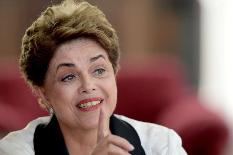 Former Brazilian President Dilma Rousseff speaks during an interview with foreign correspondents at Alvorada Palace in Brasilia on September 2, 2016, after she was impeached by Congress on August 31.  / AFP PHOTO / EVARISTO SA