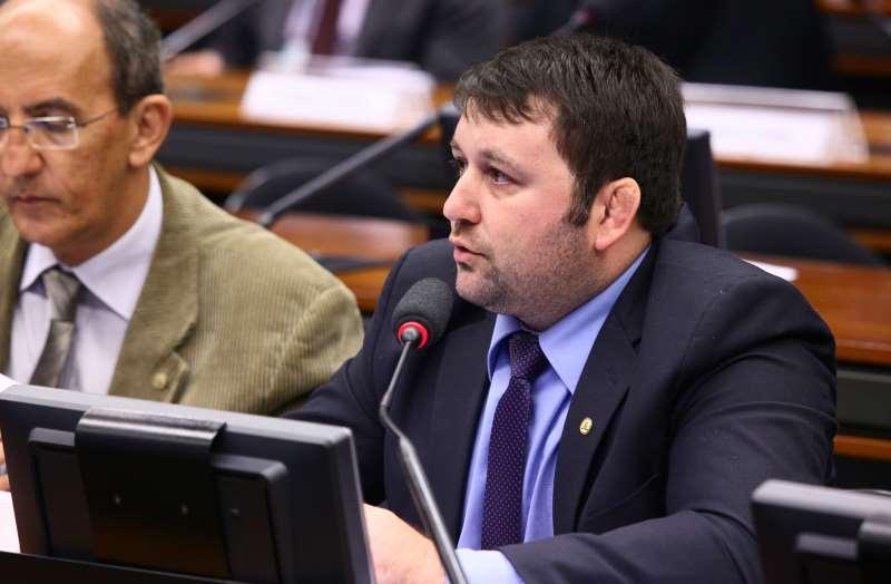 """""""Começou a triste temporada de compra e venda de parlamentares em Brasília"""", diz Derly"""