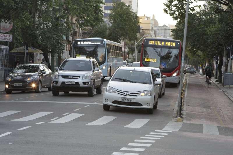 Tributos e taxas devem ser pagos pelos proprietários de veículos emplacados com fabricação a partir de 2000