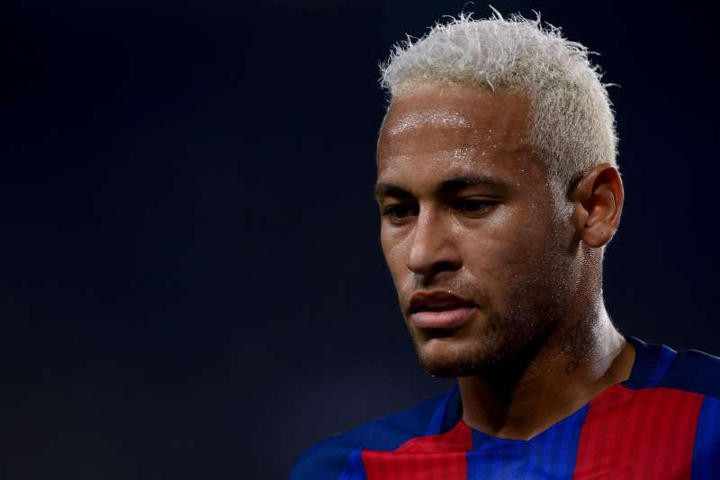 Barcelona's Brazilian forward Neymar looks on during the UEFA Champions League football match FC Barcelona vs Celtic FC at the Camp Nou stadium in Barcelona on September 13, 2016. / AFP PHOTO / JOSEP LAGO