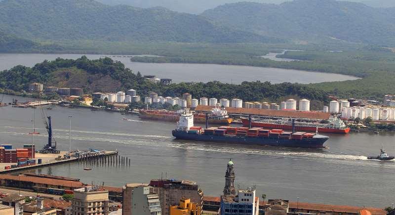 Cabotagem é o termo utilizado para a navegação entre portos brasileiros