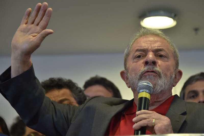 Brazilian former president Luiz Inácio Lula da Silva speaks during a press conference in Sao Paulo, Brazil on September 15, 2016.  Lula da Silva defended himself against corruption charges Thursday, saying the case against him was an attempt to destroy him politically ahead of elections in 2018. / AFP PHOTO / NELSON ALMEIDA