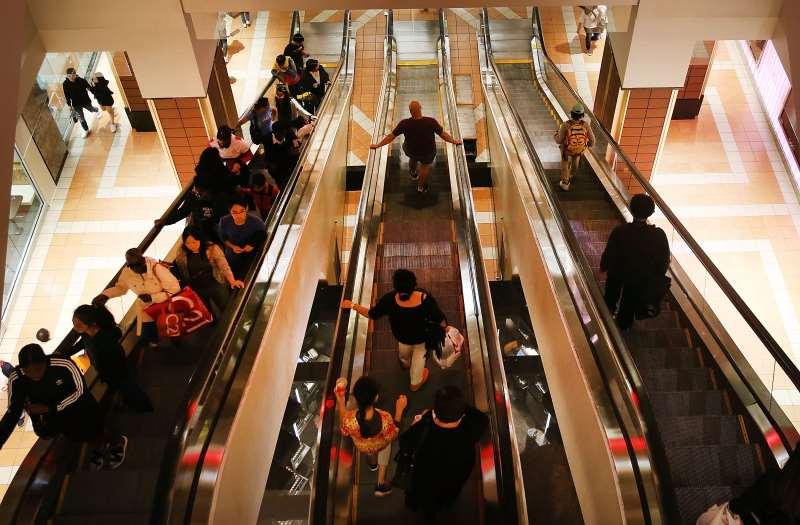 Atividade econômica fraca e demanda do consumidor retraída adia os projetos de muitas empresas