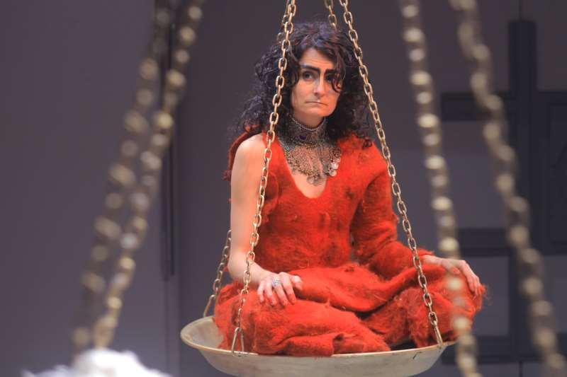 Espetáculo multipremiado encena uma versão antiga e desconhecida do mito de Medeia