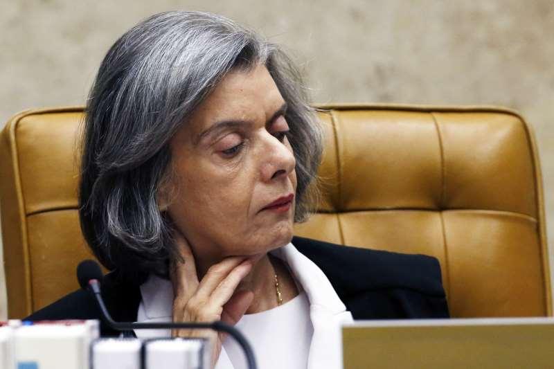Cármen Lúcia diz que é preciso reavaliar formas de pagamento