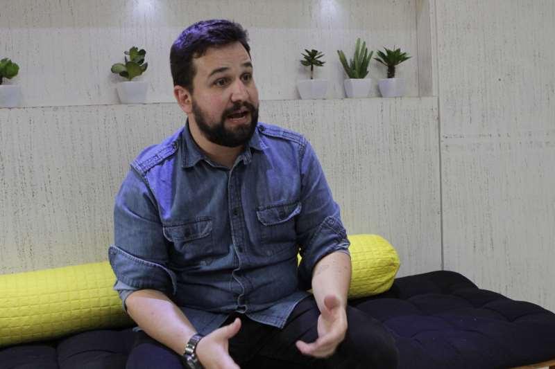 Entrevista com Guilherme Alf sobre empreendedorismo e relações públicas.