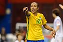 Marta treina com bola entre reservas do Brasil e indica recuperação
