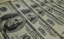 Dólar volta a encostar em R$ 5,80, mas alta perde força com melhora em NY
