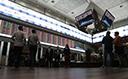 Ibovespa cai 0,83% com realização de lucros, mas encerra semana em alta