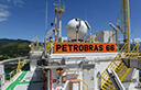 Petróleo opera em baixa, diante da cautela ante aumento na produção dos EUA