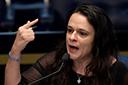 Janaina pede impeachment de Toffoli por decisão que beneficiou Flávio Bolsonaro