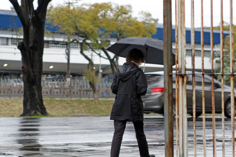 Frente fria avança pelo Estado e traz chuva para todas as regiões