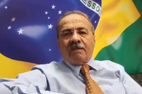 Senador flagrado pela PF com dinheiro na cueca pede licença de 90 dias do mandato